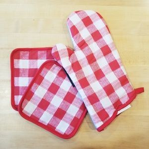 Other - Red and white plaid potholders and oven mit